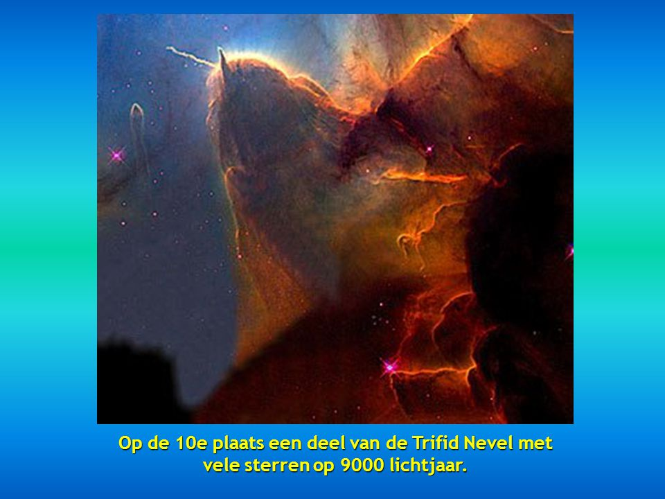Op de 10e plaats een deel van de Trifid Nevel met vele sterren op 9000 lichtjaar.