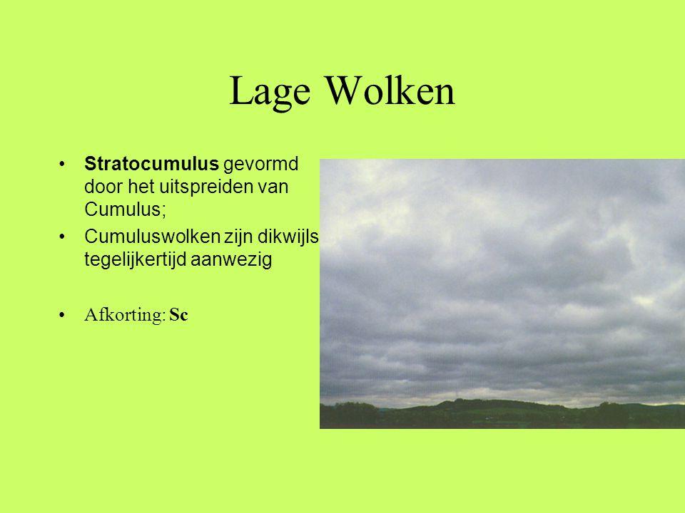 Lage Wolken Stratocumulus gevormd door het uitspreiden van Cumulus;