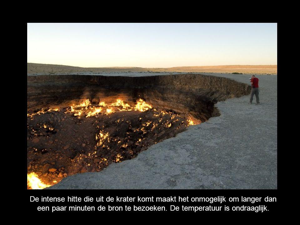 De intense hitte die uit de krater komt maakt het onmogelijk om langer dan een paar minuten de bron te bezoeken.