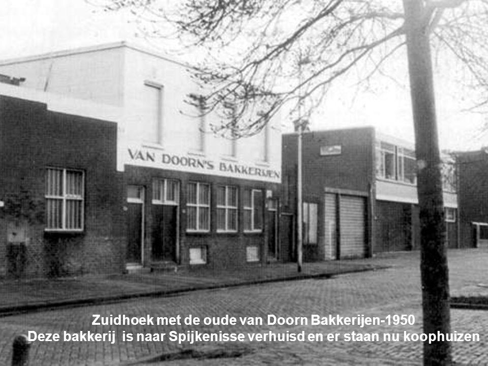 Zuidhoek met de oude van Doorn Bakkerijen-1950