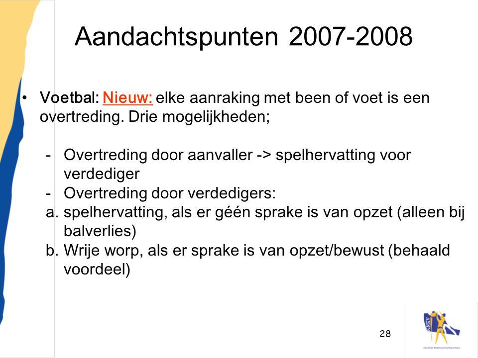 Aandachtspunten 2007-2008 Voetbal: Nieuw: elke aanraking met been of voet is een overtreding. Drie mogelijkheden;