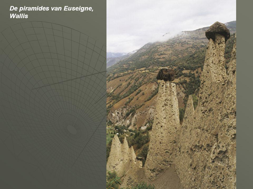 De piramides van Euseigne, Wallis