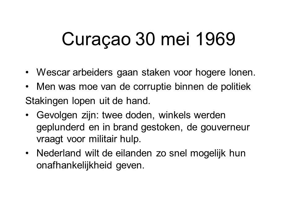 Curaçao 30 mei 1969 Wescar arbeiders gaan staken voor hogere lonen.