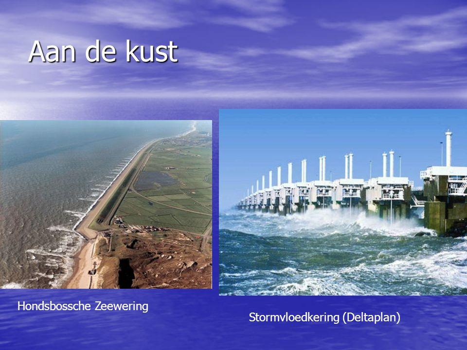 Aan de kust Hondsbossche Zeewering Stormvloedkering (Deltaplan)
