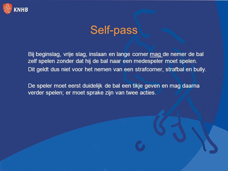 Self-pass Bij beginslag, vrije slag, inslaan en lange corner mag de nemer de bal zelf spelen zonder dat hij de bal naar een medespeler moet spelen.