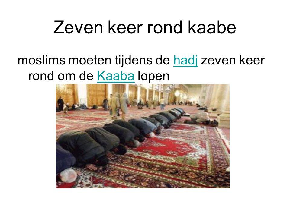 Zeven keer rond kaabe moslims moeten tijdens de hadj zeven keer rond om de Kaaba lopen