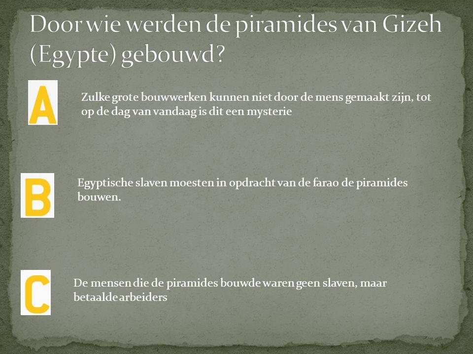 Door wie werden de piramides van Gizeh (Egypte) gebouwd