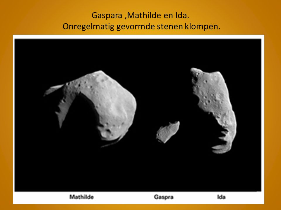 Gaspara ,Mathilde en Ida. Onregelmatig gevormde stenen klompen.