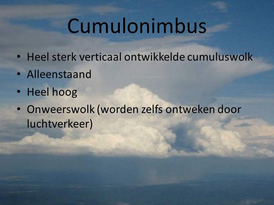 Cumulonimbus Heel sterk verticaal ontwikkelde cumuluswolk Alleenstaand