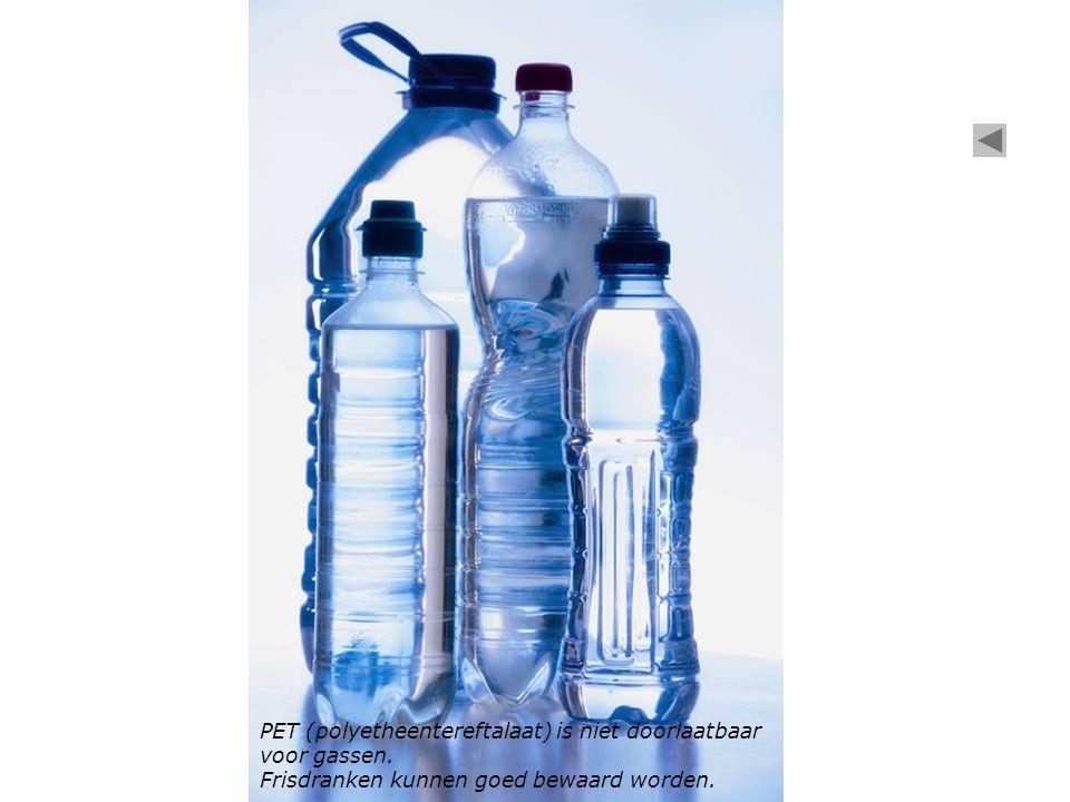 PET (polyetheentereftalaat) is niet doorlaatbaar voor gassen.