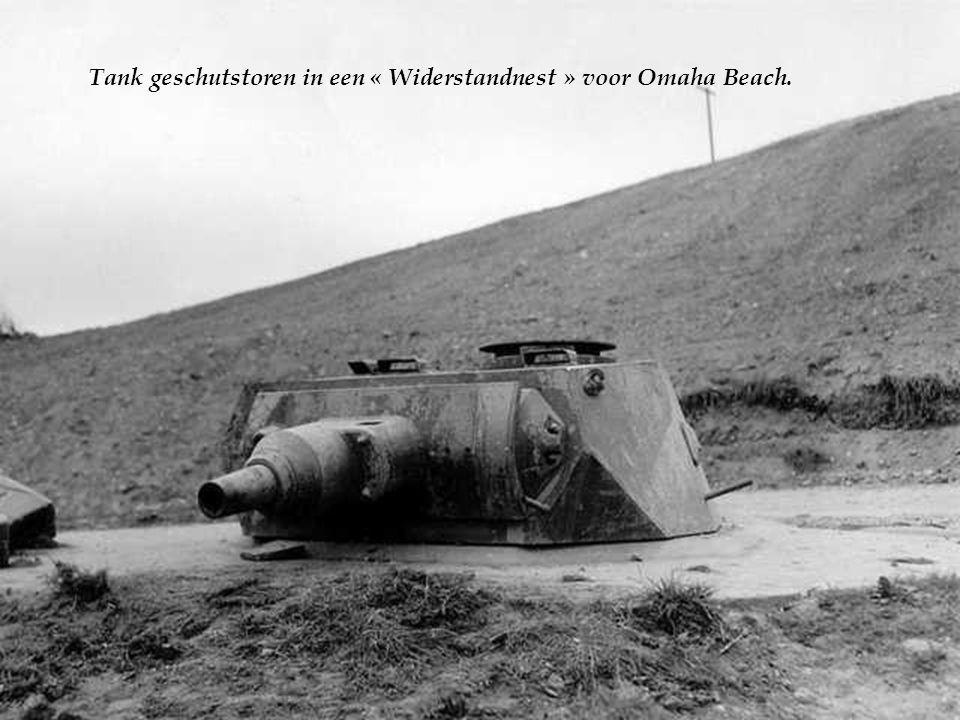 Tank geschutstoren in een « Widerstandnest » voor Omaha Beach.