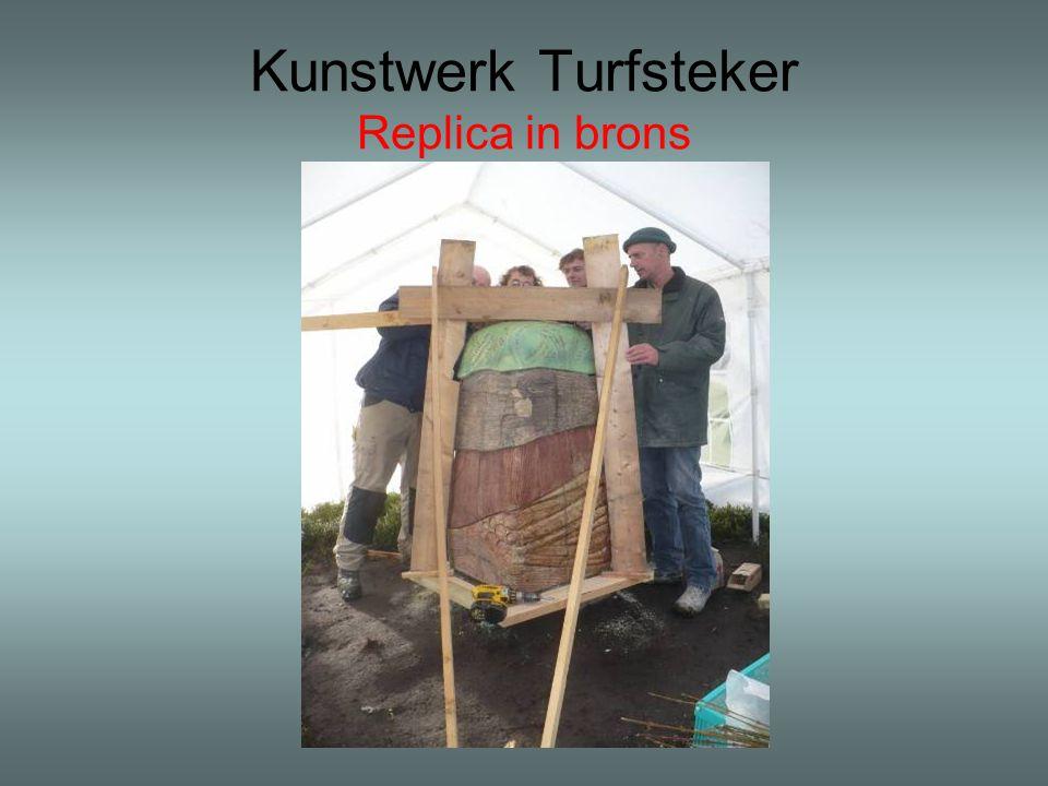 Kunstwerk Turfsteker Replica in brons