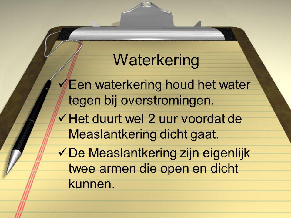 Waterkering Een waterkering houd het water tegen bij overstromingen.