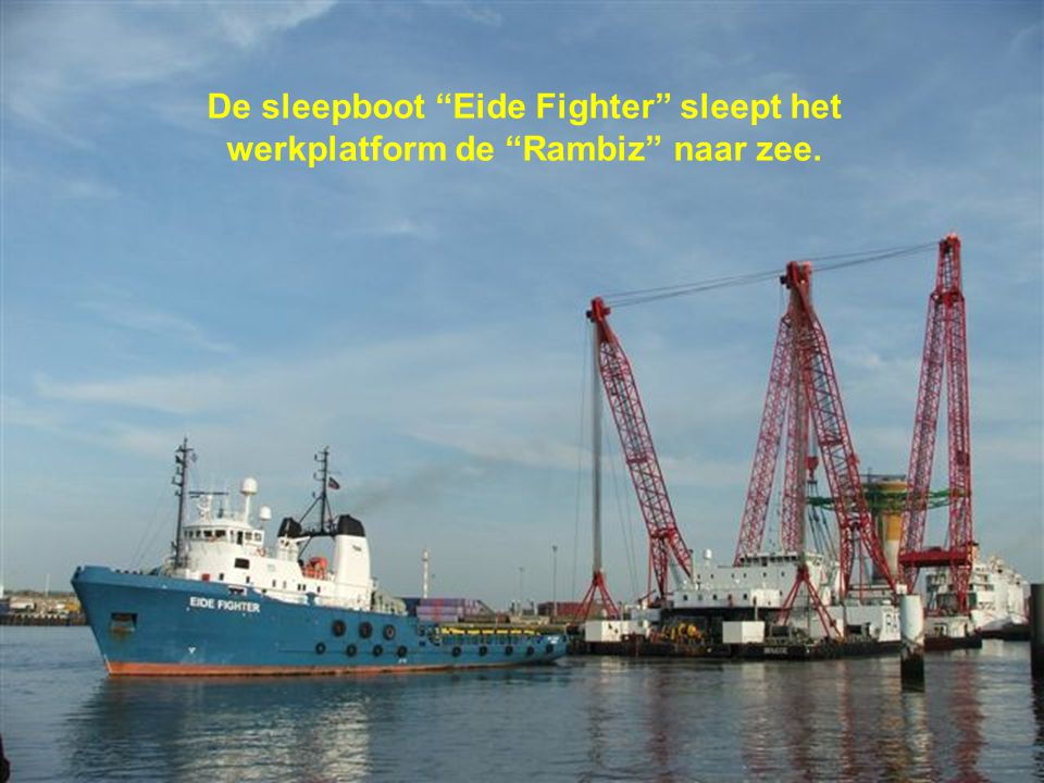 De sleepboot Eide Fighter sleept het