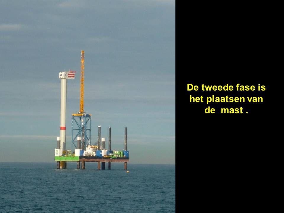 De tweede fase is het plaatsen van de mast .