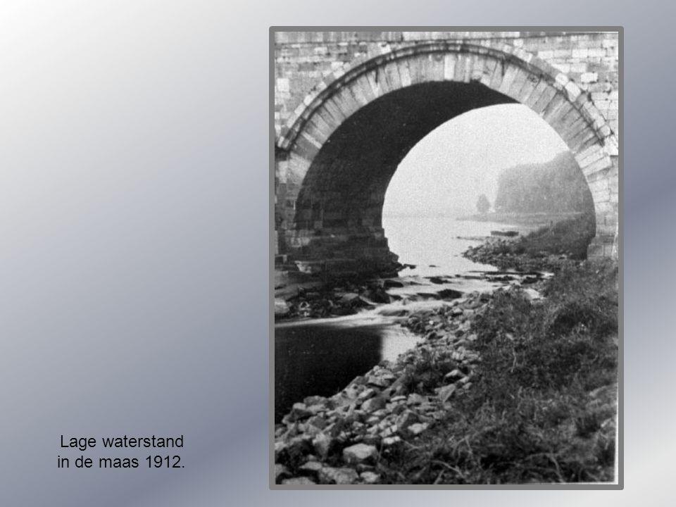 Lage waterstand in de maas 1912.
