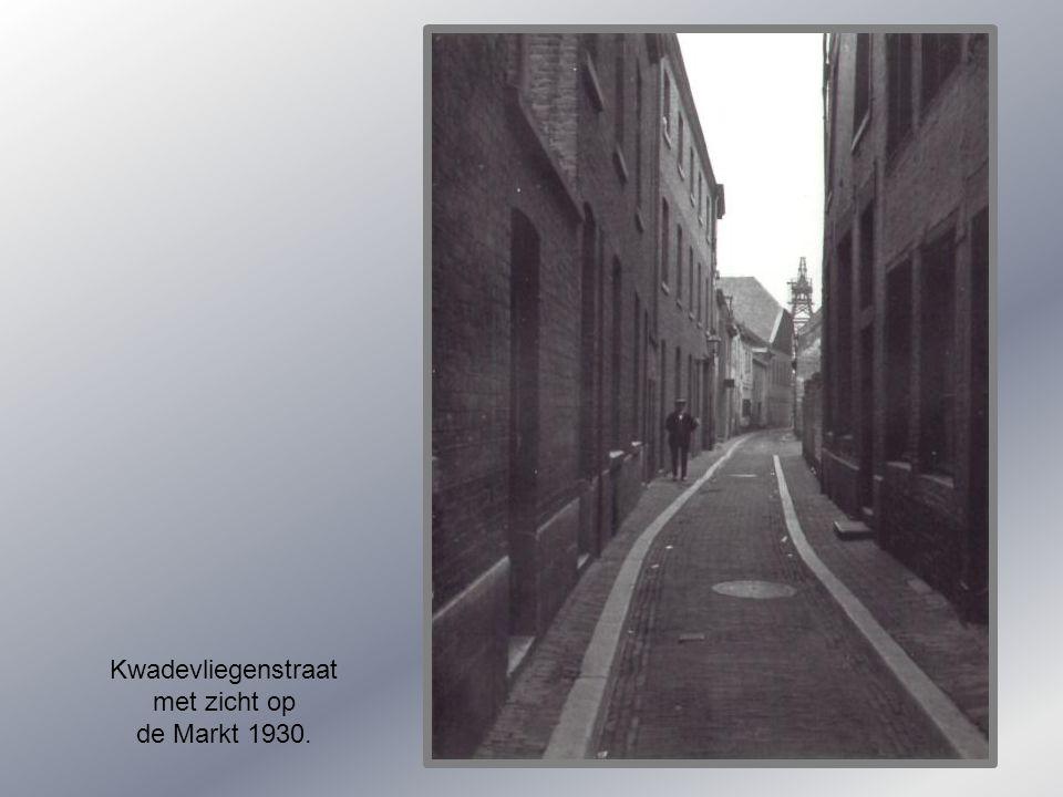 Kwadevliegenstraat met zicht op de Markt 1930.
