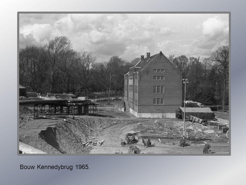 Bouw Kennedybrug 1965.