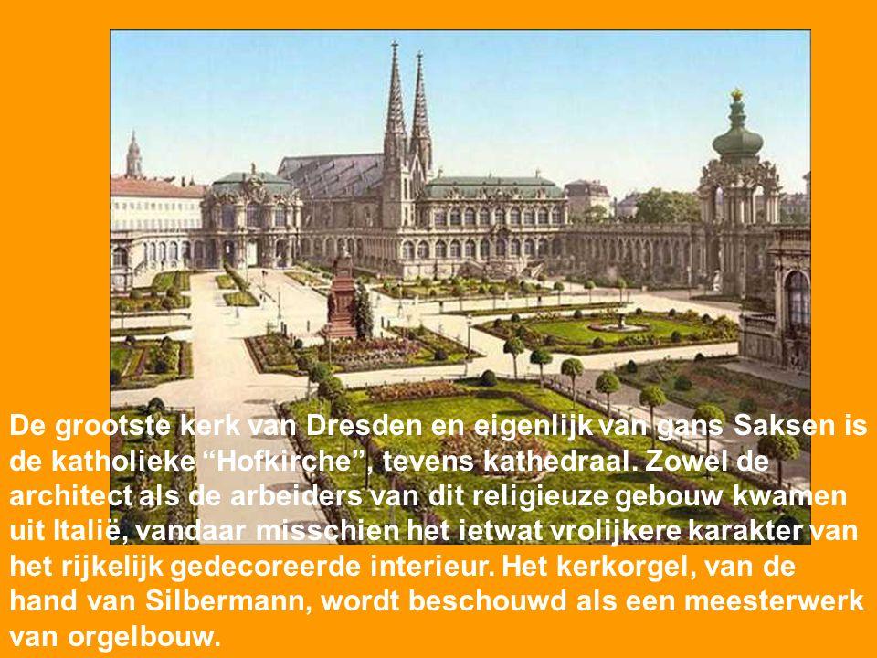 De grootste kerk van Dresden en eigenlijk van gans Saksen is de katholieke Hofkirche , tevens kathedraal.