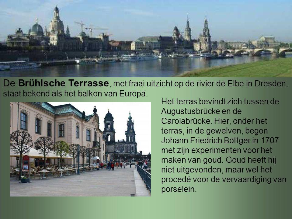 De Brühlsche Terrasse, met fraai uitzicht op de rivier de Elbe in Dresden, staat bekend als het balkon van Europa.