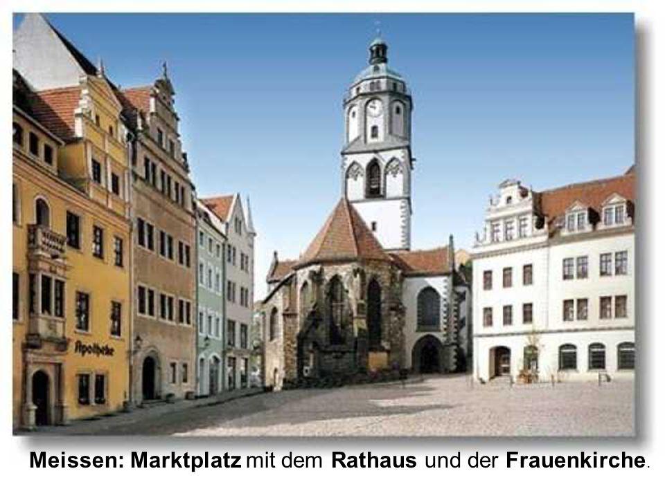 Meissen: Marktplatz mit dem Rathaus und der Frauenkirche.