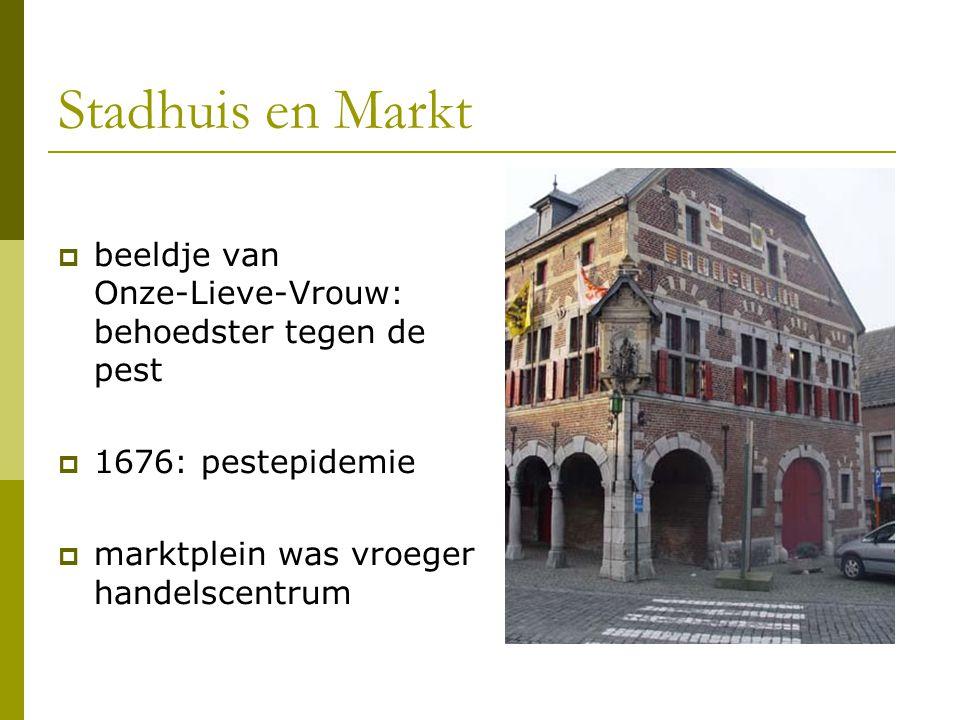 Stadhuis en Markt beeldje van Onze-Lieve-Vrouw: behoedster tegen de pest.