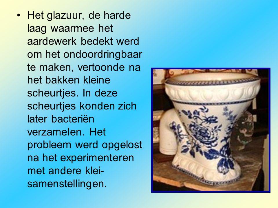 Het glazuur, de harde laag waarmee het aardewerk bedekt werd om het ondoordringbaar te maken, vertoonde na het bakken kleine scheurtjes.