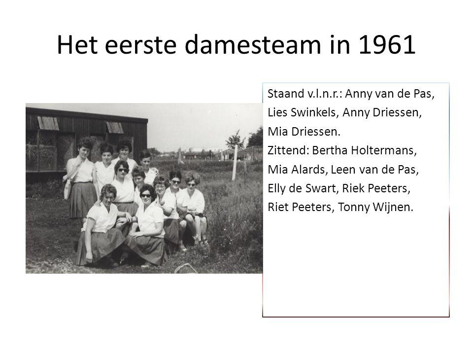 Het eerste damesteam in 1961