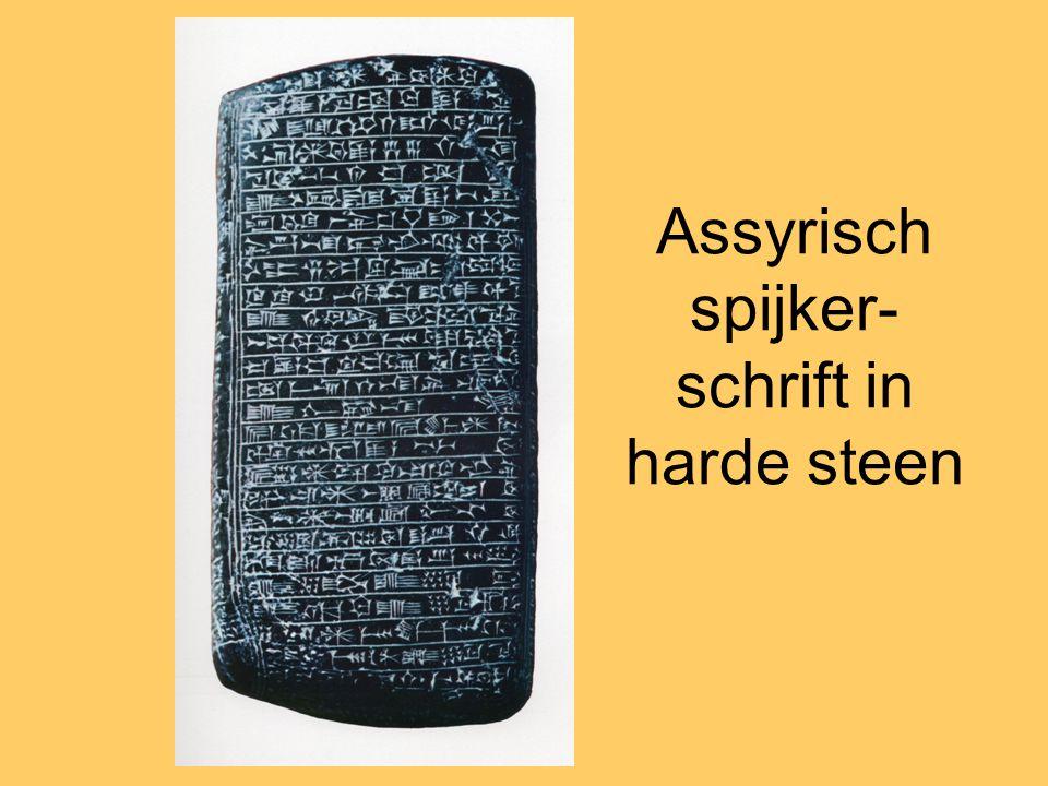 Assyrisch spijker-schrift in harde steen