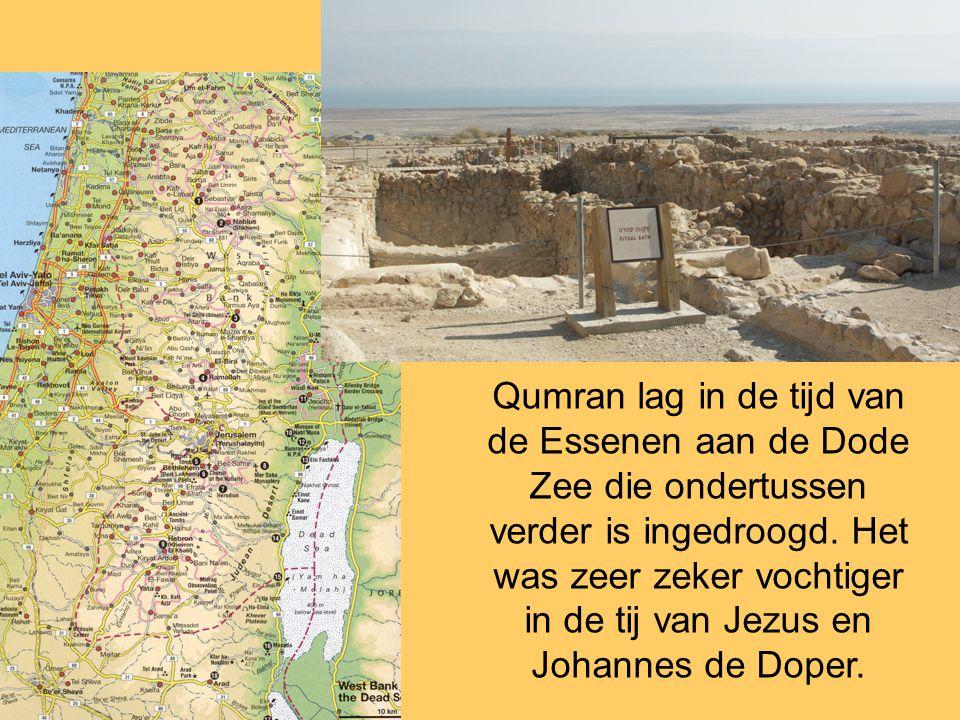 Qumran lag in de tijd van de Essenen aan de Dode Zee die ondertussen verder is ingedroogd.