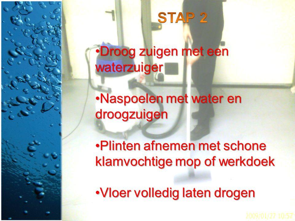 STAP 2 Droog zuigen met een waterzuiger