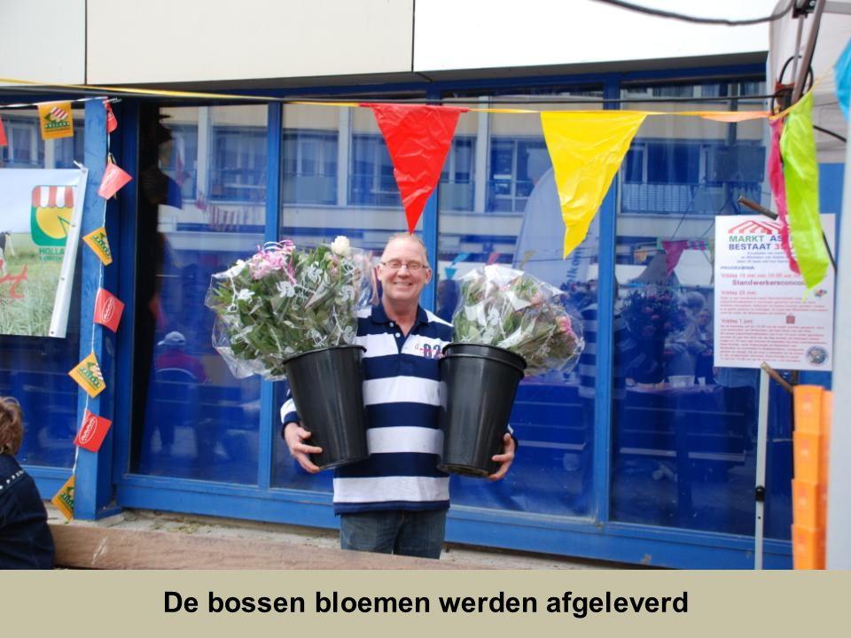 De bossen bloemen werden afgeleverd