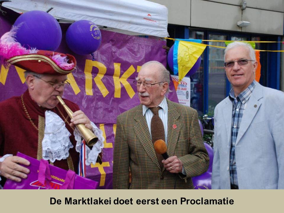 De Marktlakei doet eerst een Proclamatie