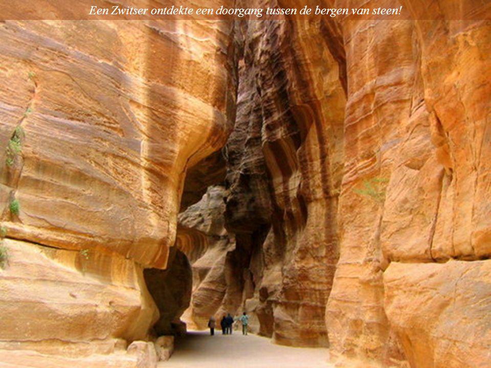 Een Zwitser ontdekte een doorgang tussen de bergen van steen!