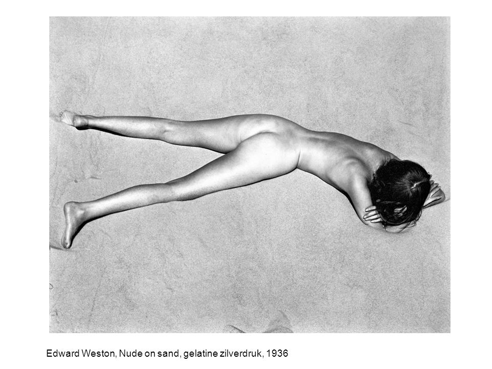 Edward Weston, Nude on sand, gelatine zilverdruk, 1936