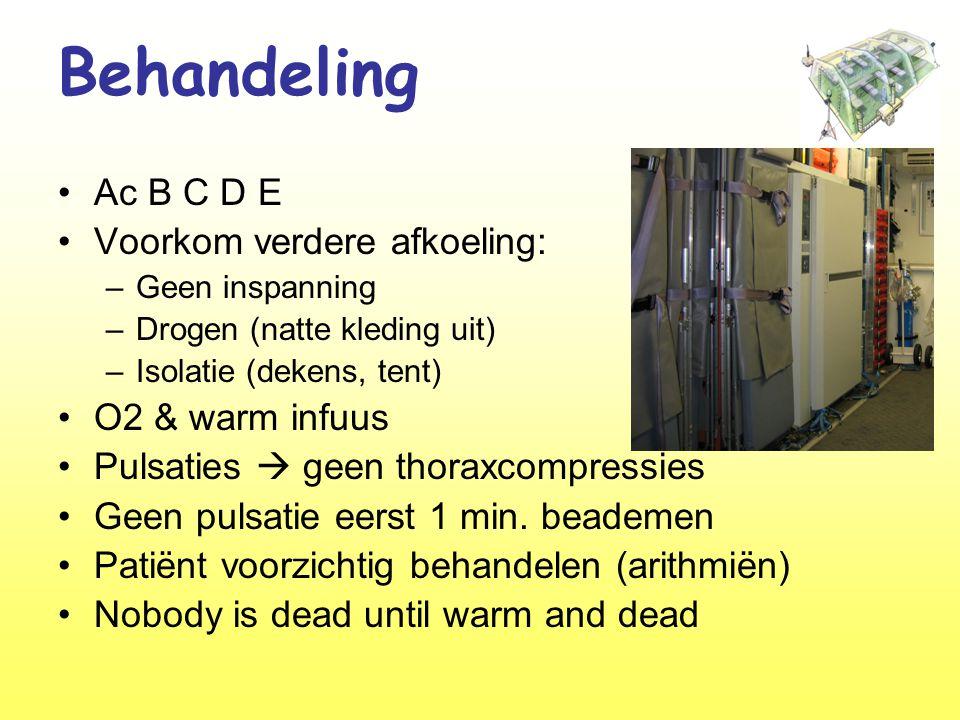 Behandeling Ac B C D E Voorkom verdere afkoeling: O2 & warm infuus