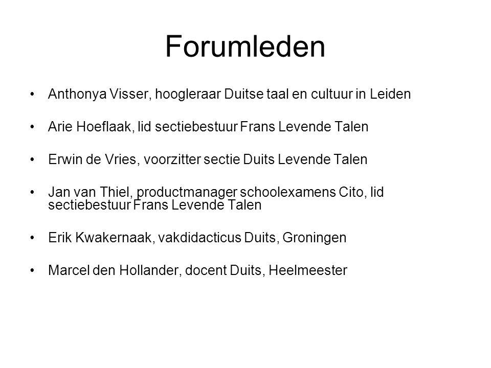 Forumleden Anthonya Visser, hoogleraar Duitse taal en cultuur in Leiden. Arie Hoeflaak, lid sectiebestuur Frans Levende Talen.
