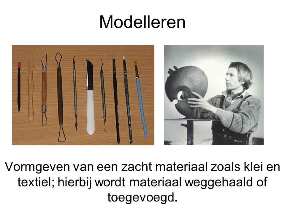 Modelleren Vormgeven van een zacht materiaal zoals klei en textiel; hierbij wordt materiaal weggehaald of toegevoegd.