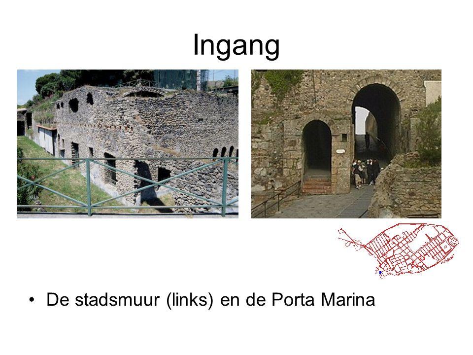 Ingang De stadsmuur (links) en de Porta Marina