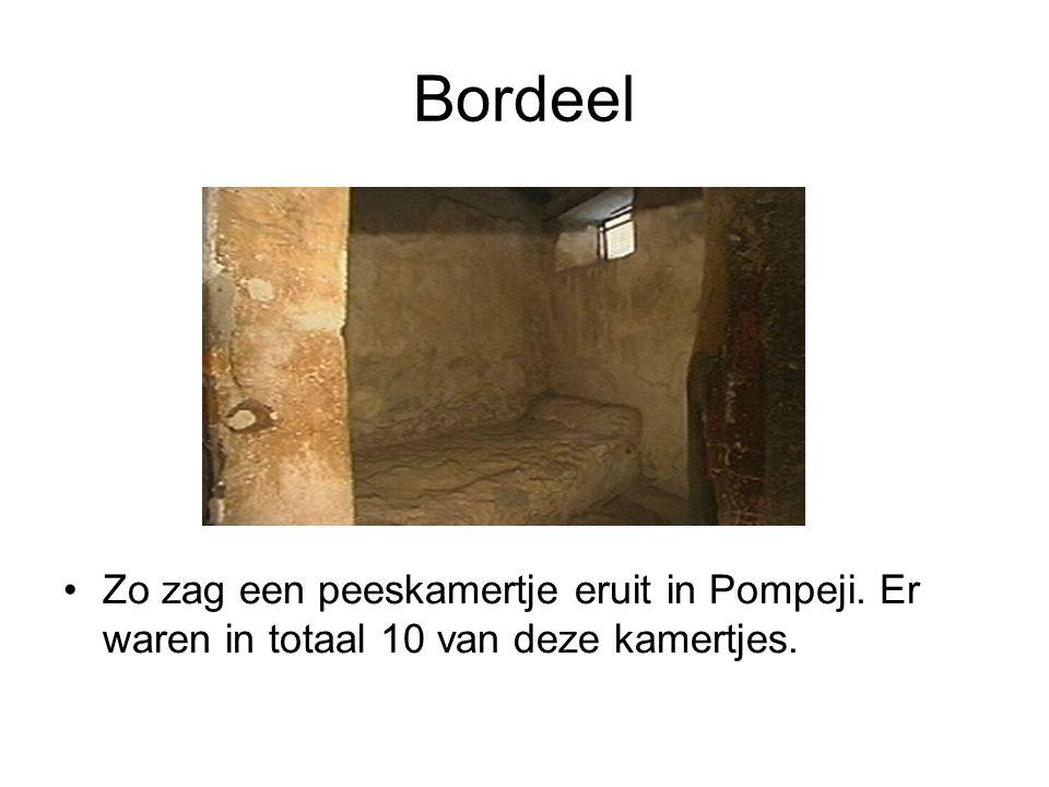 Bordeel Zo zag een peeskamertje eruit in Pompeji. Er waren in totaal 10 van deze kamertjes.