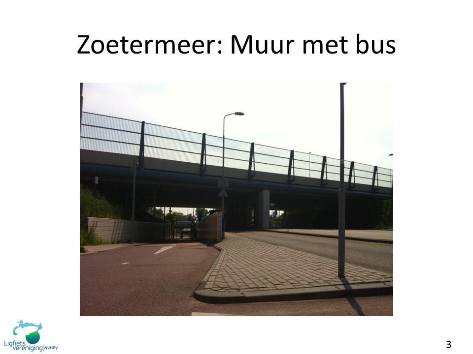 Zoetermeer: Muur met bus