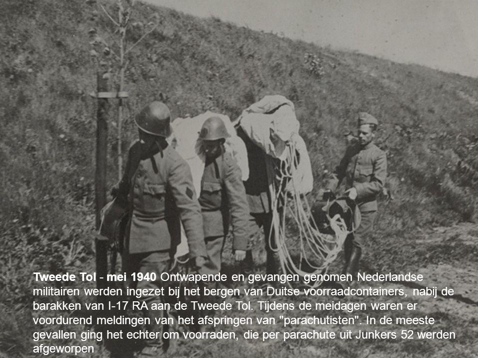 Tweede Tol - mei 1940 Ontwapende en gevangen genomen Nederlandse militairen werden ingezet bij het bergen van Duitse voorraadcontainers, nabij de barakken van I-17 RA aan de Tweede Tol.