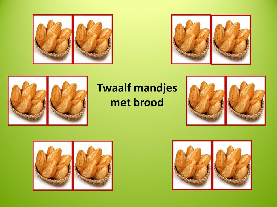 Twaalf mandjes met brood