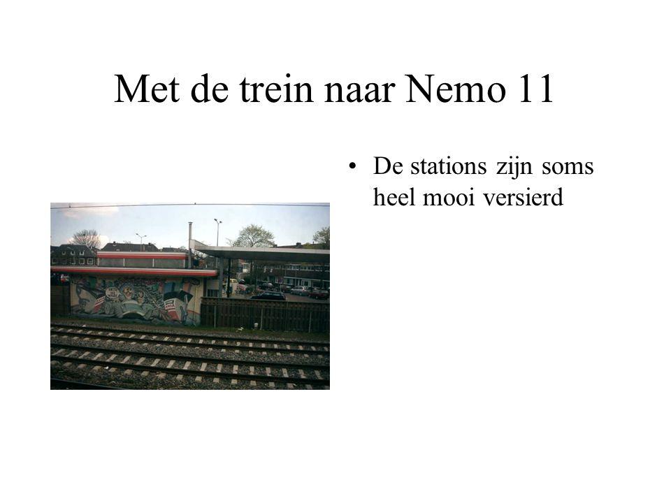 Met de trein naar Nemo 11 De stations zijn soms heel mooi versierd
