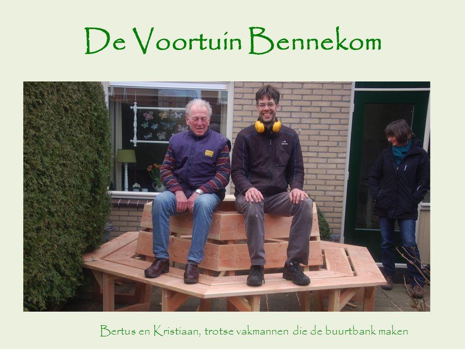 De Voortuin Bennekom Bertus en Kristiaan, trotse vakmannen die de buurtbank maken