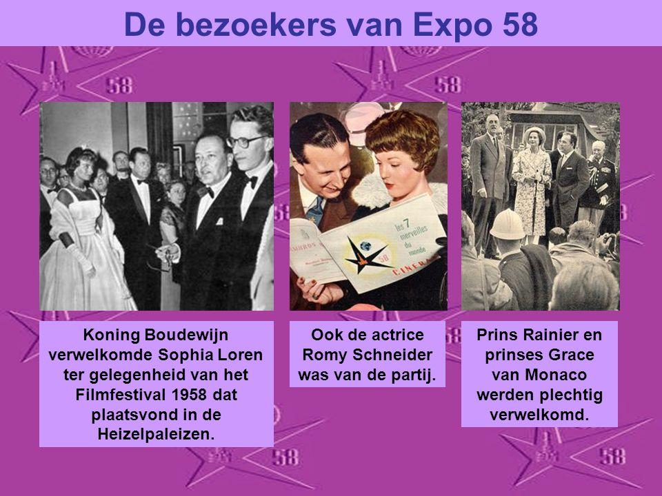 De bezoekers van Expo 58 Koning Boudewijn verwelkomde Sophia Loren ter gelegenheid van het Filmfestival 1958 dat plaatsvond in de Heizelpaleizen.