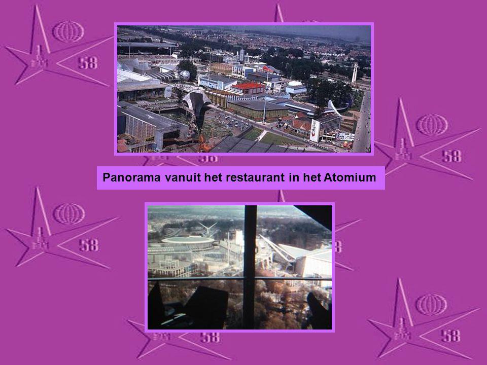 Panorama vanuit het restaurant in het Atomium