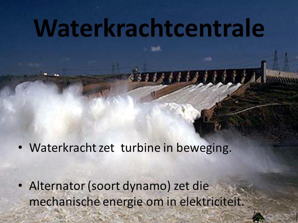 Waterkrachtcentrale Waterkracht zet turbine in beweging.