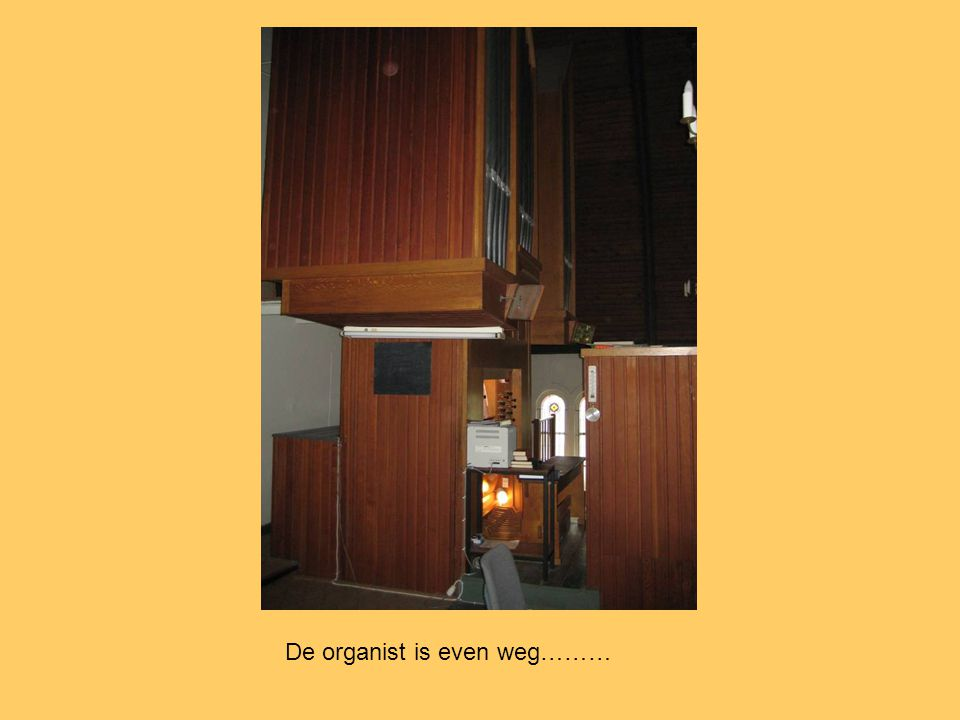 De organist is even weg………