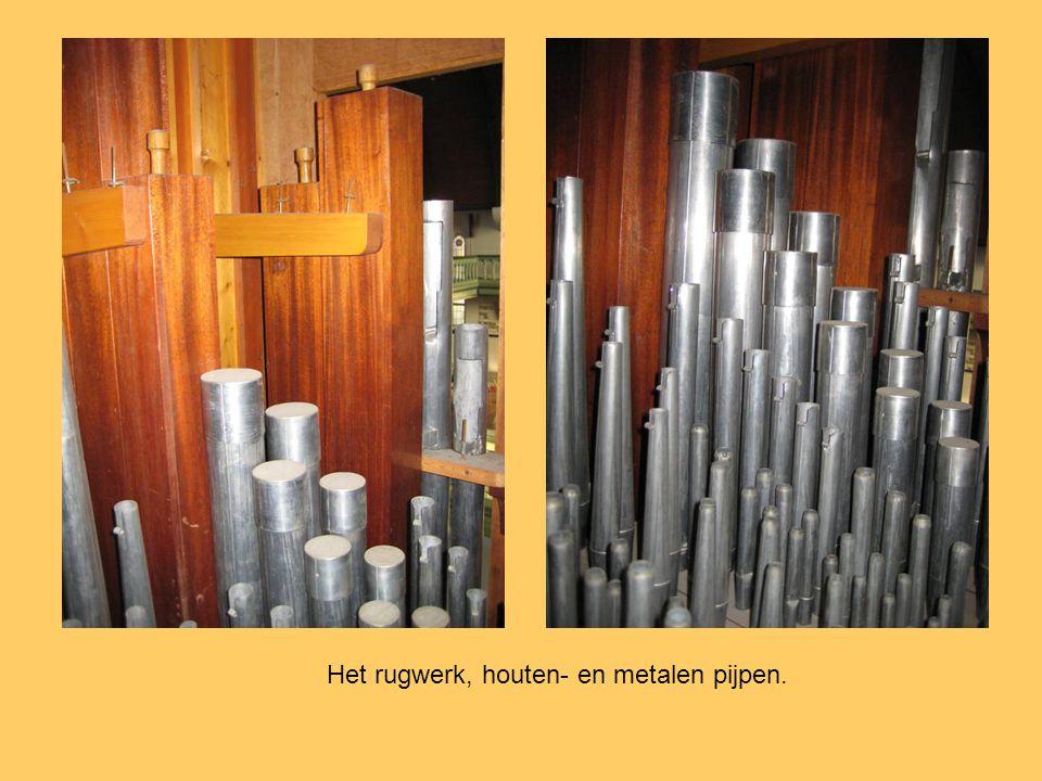 Het rugwerk, houten- en metalen pijpen.